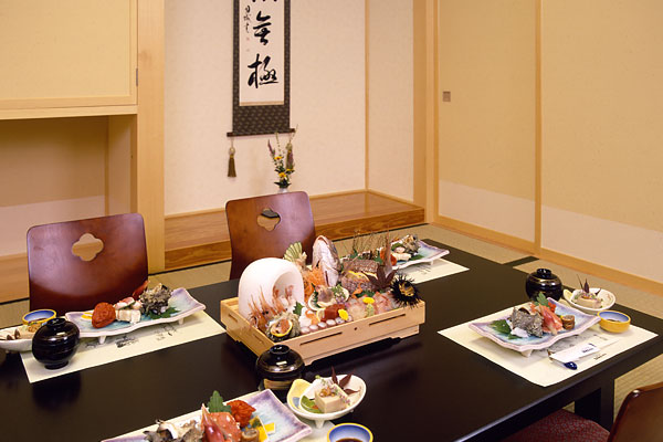 Enjoy the fruits of Oga slowly without worrying about the surroundings at the private dining room